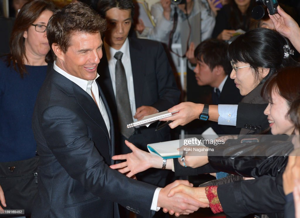 Actor Tom Cruise shakes hand wirh fans at the 'Jack Reacher' Japan Premiere at Tokyo International Forum on January 9, 2013 in Tokyo, Japan.