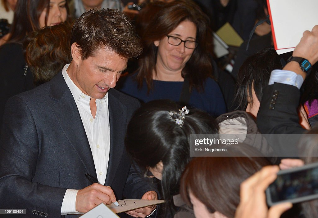 Actor Tom Cruise signs autographs for fans during the 'Jack Reacher' Japan Premiere at Tokyo International Forum on January 9, 2013 in Tokyo, Japan.
