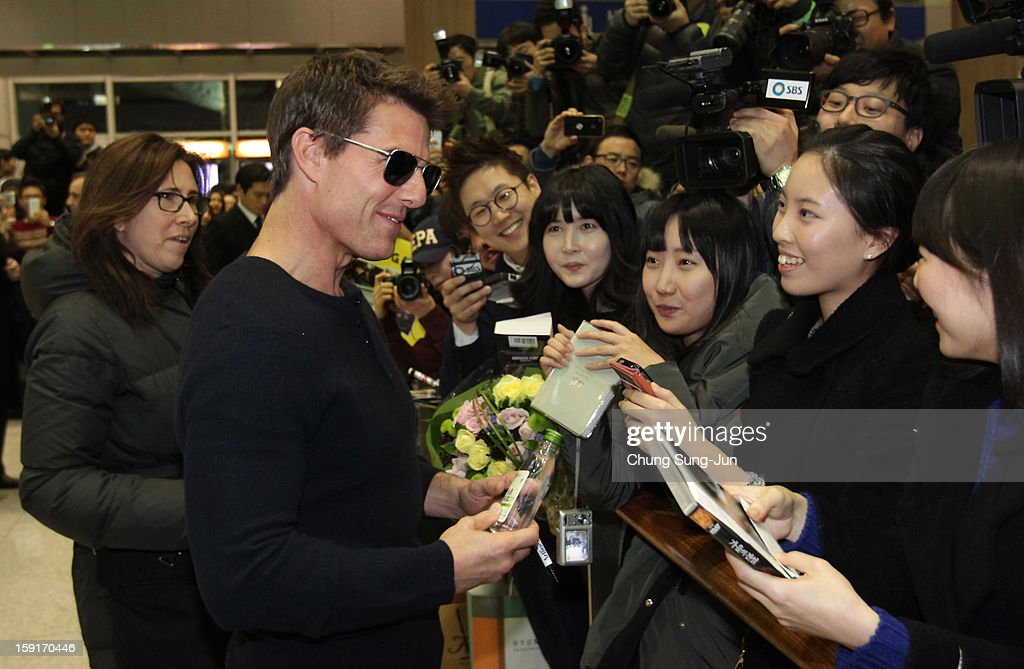 Actor Tom Cruise speaks to fans as he arrives at Incheon International Airport on January 9, 2013 in Incheon, South Korea.