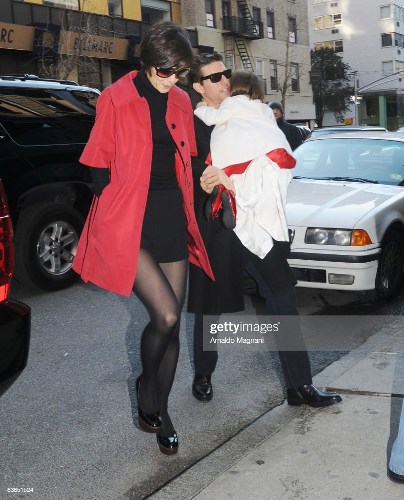 Actor Tom Cruise (R) walks with his wife Katie Holmes (L) and their daughter Suri Cruise November 28, 2008 in New York City.