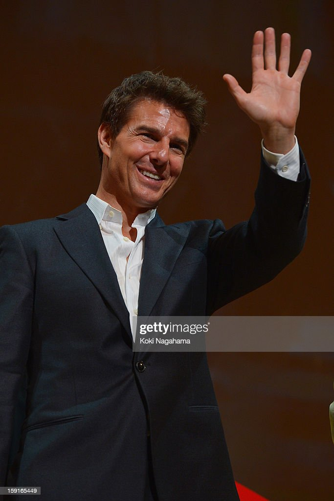 Actor Tom Cruise waves his hand at the 'Jack Reacher' Japan Premiere at Tokyo International Forum on January 9, 2013 in Tokyo, Japan.