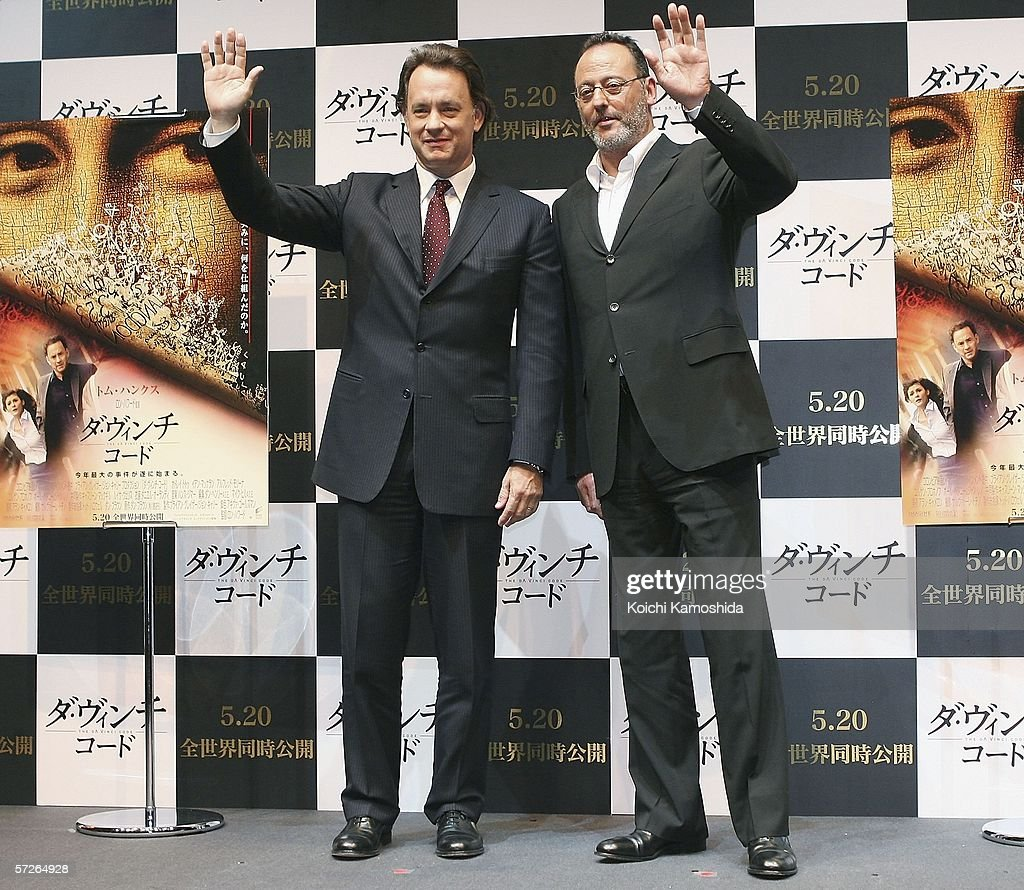¿Cuánto mide Jean Reno? - Altura - Real height Actor-tom-hanks-and-actor-jean-reno-attend-a-press-conference-a-new-picture-id57264928