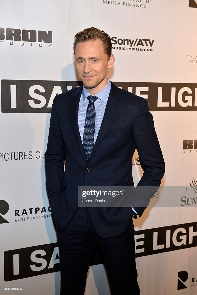 Actor Tom Hiddleston arrives at the 'I Saw The Light' Nashville Premier at The Belcourt Theatre on October 17, 2015 in Nashville, Tennessee.