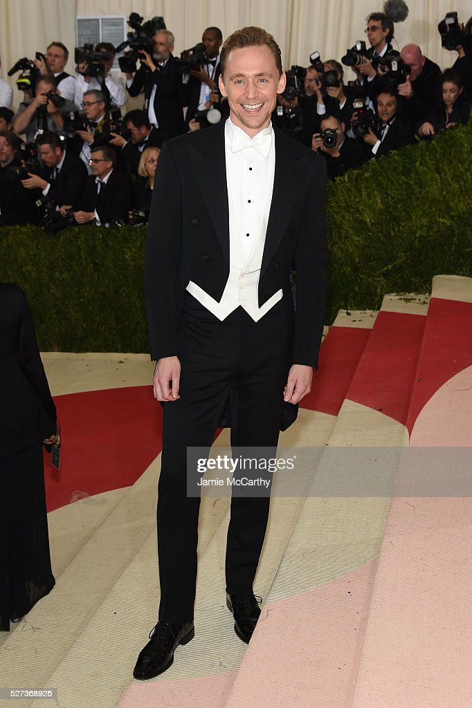 Actor <a gi-track='captionPersonalityLinkClicked' href=/galleries/search?phrase=Tom+Hiddleston&family=editorial&specificpeople=4686407 ng-click='$event.stopPropagation()'>Tom Hiddleston</a> attends the 'Manus x Machina: Fashion In An Age Of Technology' Costume Institute Gala at Metropolitan Museum of Art on May 2, 2016 in New York City.