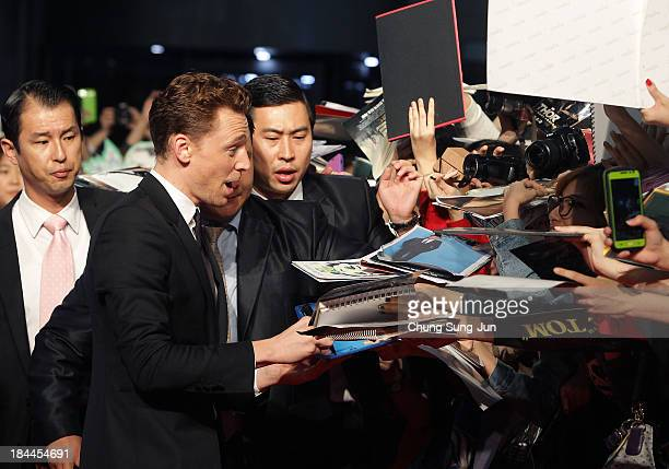 Actor Tom Hiddleston attends the 'Thor The Dark World' premiere at Time Square on October 14 2013 in Seoul South Korea Tom Hiddleston is visiting...