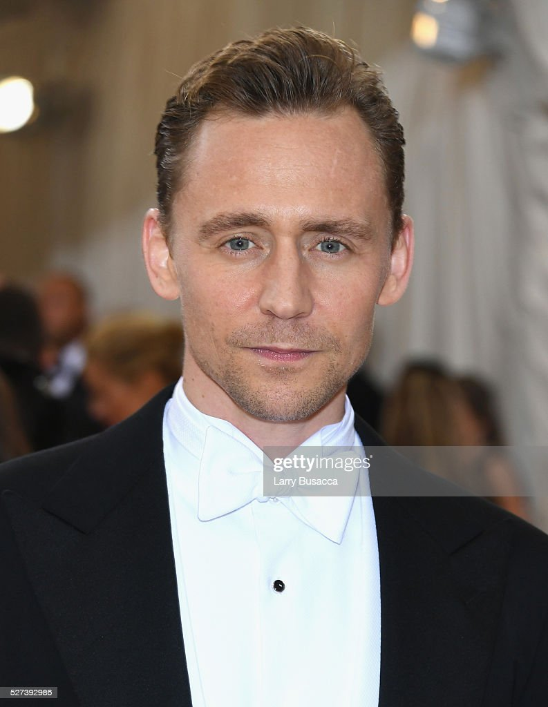 Actor <a gi-track='captionPersonalityLinkClicked' href=/galleries/search?phrase=Tom+Hiddleston&family=editorial&specificpeople=4686407 ng-click='$event.stopPropagation()'>Tom Hiddleston</a>attends the 'Manus x Machina: Fashion In An Age Of Technology' Costume Institute Gala at Metropolitan Museum of Art on May 2, 2016 in New York City.