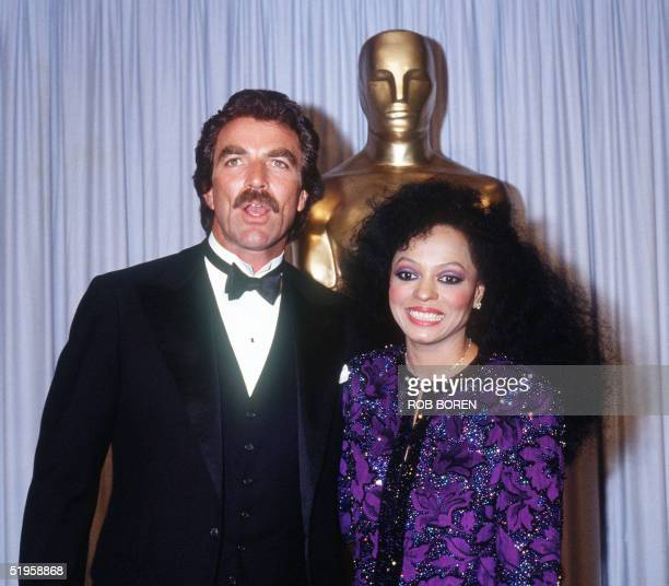 US actor Tom Selleck and US actress and pop diva Diana Ross smile 25 March 1985 in Hollywood during the 57th Annual Academy Awards