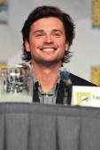 Actor Tom Welling attends the 'Smallville' panel on day 4 of ComicCon International at San Diego Convention Center on July 25 2010 in San Diego...