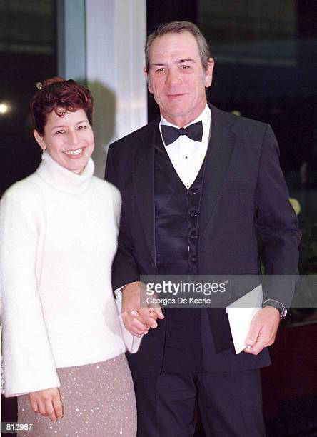 Actor Tommy Lee Jones and Laurel Dawn arrive for the 1998 Kennedy Center Honors December 5 1998 in Washington DC Each year the Kennedy Center Honors...