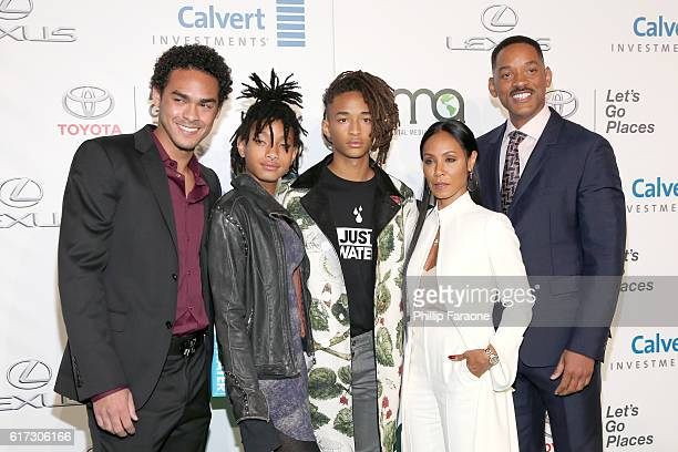 Actor Trey Smith singer Willow Smith and actors Jaden Smith Jada Pinkett Smith and Will Smith attend the Environmental Media Association 26th Annual...
