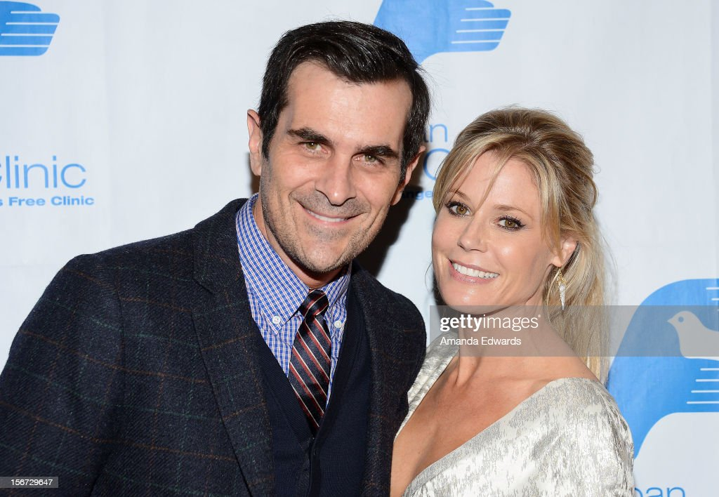 Actor <a gi-track='captionPersonalityLinkClicked' href=/galleries/search?phrase=Ty+Burrell&family=editorial&specificpeople=700077 ng-click='$event.stopPropagation()'>Ty Burrell</a> (L) and actress <a gi-track='captionPersonalityLinkClicked' href=/galleries/search?phrase=Julie+Bowen&family=editorial&specificpeople=244057 ng-click='$event.stopPropagation()'>Julie Bowen</a> arrive at the Saban Free Clinic's 36th Annual Dinner Gala at The Beverly Hilton Hotel on November 19, 2012 in Beverly Hills, California.
