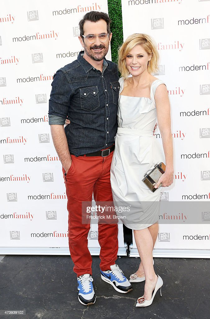 Actor Ty Burrell (L) and actress Julie Bowen attend the ATAS Screening of the 'Modern Family' Season Finale 'American Skyper' at the Fox Studio Lot on May 18, 2015 in Century City, California.