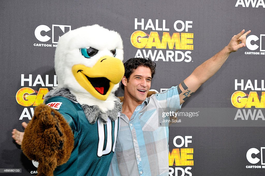 Actor <a gi-track='captionPersonalityLinkClicked' href=/galleries/search?phrase=Tyler+Posey&family=editorial&specificpeople=3201481 ng-click='$event.stopPropagation()'>Tyler Posey</a> (R) and Philadelphia Eagles mascot Swoop attend Cartoon Network's fourth annual Hall of Game Awards at Barker Hangar on February 15, 2014 in Santa Monica, California.
