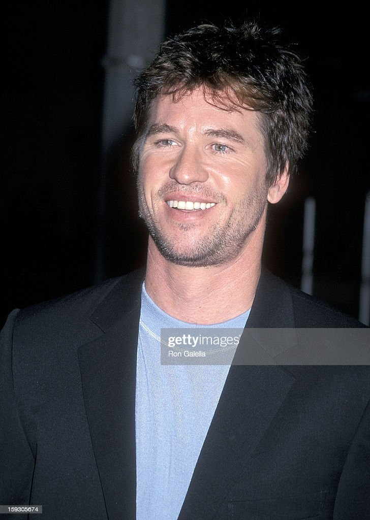 Actor Val Kilmer attends the 'Red Planet' Westwood Premiere on November 6, 2000 at the Mann Village Theatre in Westwood, California.