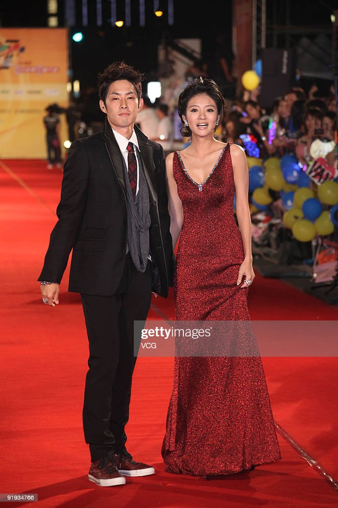 Actor <a gi-track='captionPersonalityLinkClicked' href=/galleries/search?phrase=Vanness+Wu&family=editorial&specificpeople=644546 ng-click='$event.stopPropagation()'>Vanness Wu</a> and actress Ady Ann arrive for the 44th Golden Bell Awards on October 16, 2009 in Taipei, Taiwan of China.