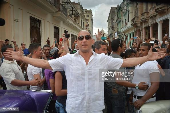 TOPSHOT US actor Vin Diesel arrivesat the Prado promenade in Havana on May 3 2016 to watch the Chanel performance / AFP / ADALBERTO ROQUE
