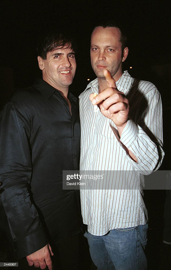 Actor Vince Vaughn and Dallas Mavericks owner Mark Cuban pose at the Latin Lounge August 28, 2003 in West Hollywood, California.