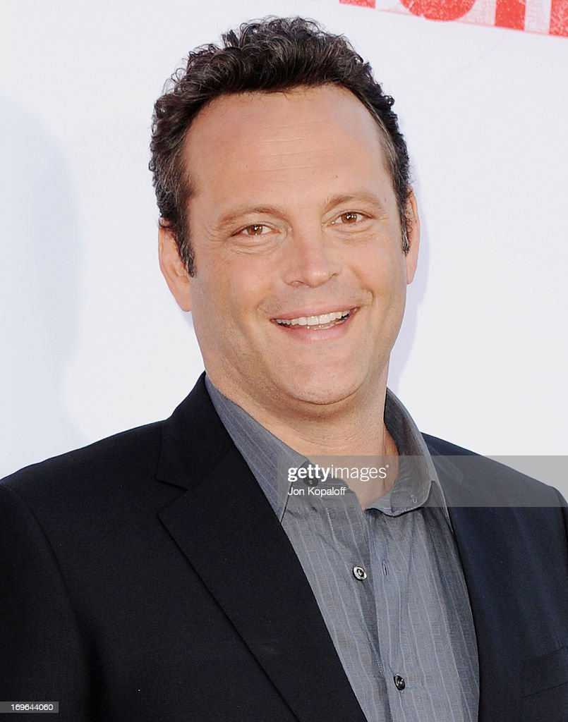 Actor <a gi-track='captionPersonalityLinkClicked' href=/galleries/search?phrase=Vince+Vaughn&family=editorial&specificpeople=182440 ng-click='$event.stopPropagation()'>Vince Vaughn</a> arrives at the Los Angeles Premiere 'The Internship' at Regency Village Theatre on May 29, 2013 in Westwood, California.
