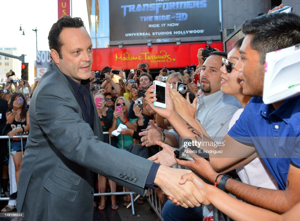 Actor <a gi-track='captionPersonalityLinkClicked' href=/galleries/search?phrase=Vince+Vaughn&family=editorial&specificpeople=182440 ng-click='$event.stopPropagation()'>Vince Vaughn</a> arrives at the premiere of Twentieth Century Fox's 'The Watch' at Grauman's Chinese Theatre on July 23, 2012 in Hollywood, California.