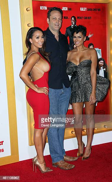 Actor Vince Vaughn poses with sisters/TV personalities Gloria Govan and Laura Govan at the premiere of Screen Gems' 'The Wedding Ringer' at the TCL...