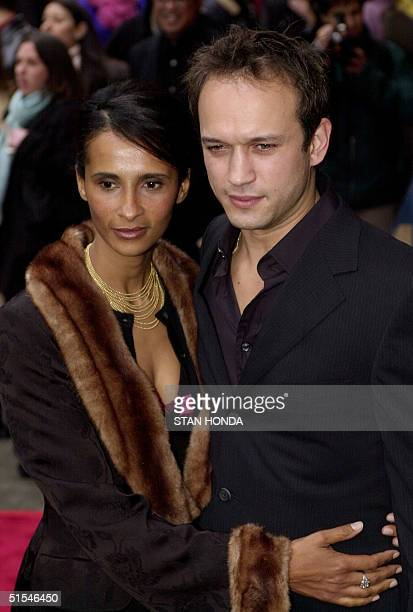 Actor Vincent Perez and his wife Corina arrive at the premiere of the movie 'I Dreamed of Africa' 18 April at the Sony Theatres Lincoln Square in New...