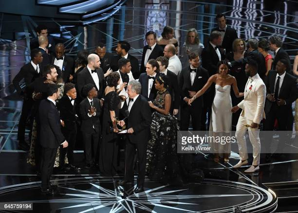 Actor Warren Beatty explains a presentation error which resulted in Best Picture being announced as 'La La Land' instead of 'Moonlight' onstage...
