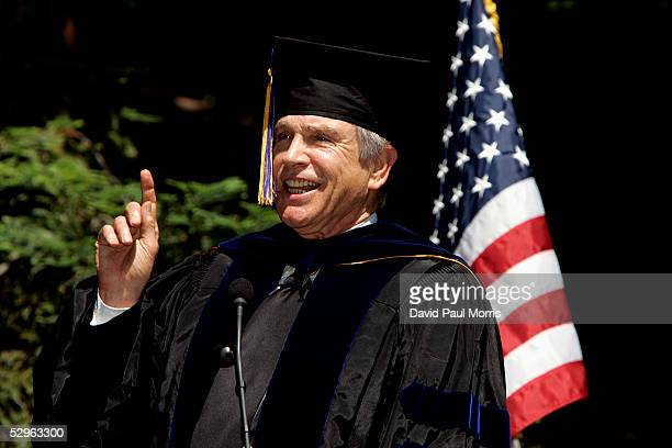 Actor Warren Beatty speaks to the UC Berkeley Goldman School of Public Policy graduates during the commencement ceremony on May 21 2005 at UC...