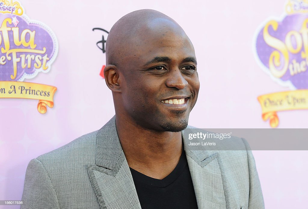 Actor <a gi-track='captionPersonalityLinkClicked' href=/galleries/search?phrase=Wayne+Brady+-+Actor&family=editorial&specificpeople=217495 ng-click='$event.stopPropagation()'>Wayne Brady</a> attends the premiere of 'Sofia The First: Once Upon a Princess' at Walt Disney Studios on November 10, 2012 in Burbank, California.