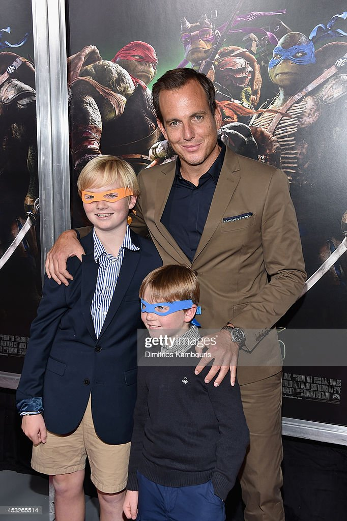 Actor <a gi-track='captionPersonalityLinkClicked' href=/galleries/search?phrase=Will+Arnett&family=editorial&specificpeople=209259 ng-click='$event.stopPropagation()'>Will Arnett</a> (C) attends the 'Teenage Mutant Ninja Turtles' New York premiere at AMC Lincoln Square Theater on August 6, 2014 in New York City.