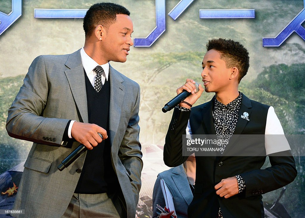 US actor Will Smith (L) and his son Jaden Smith (R) sing at an event to promote their latest film 'After Earth' in Tokyo on May 1, 2013. The movie will be released in Japan on June 21. AFP PHOTO/Toru YAMANAKA