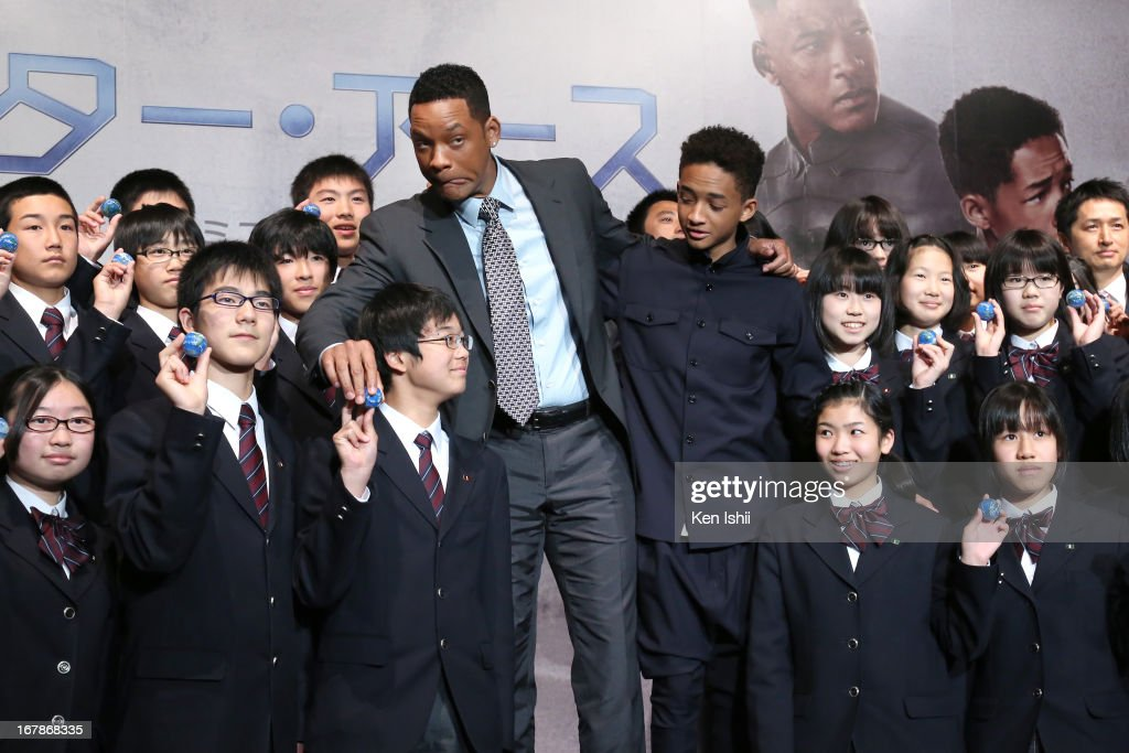 Actor <a gi-track='captionPersonalityLinkClicked' href=/galleries/search?phrase=Will+Smith&family=editorial&specificpeople=156403 ng-click='$event.stopPropagation()'>Will Smith</a> and <a gi-track='captionPersonalityLinkClicked' href=/galleries/search?phrase=Jaden+Smith&family=editorial&specificpeople=709174 ng-click='$event.stopPropagation()'>Jaden Smith</a> pose for photo with junior high school students during the 'After Earth' Press Conference at the Ritz Carlton Tokyo on May 2, 2013 in Tokyo, Japan.