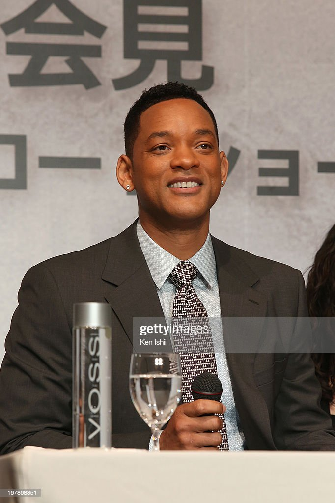 Actor <a gi-track='captionPersonalityLinkClicked' href=/galleries/search?phrase=Will+Smith&family=editorial&specificpeople=156403 ng-click='$event.stopPropagation()'>Will Smith</a> attends the 'After Earth' Press Conference at the Ritz Carlton Tokyo on May 2, 2013 in Tokyo, Japan.