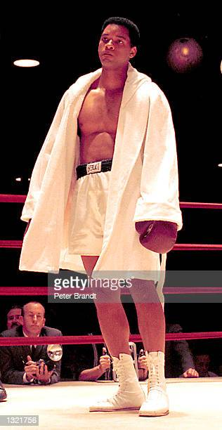 Actor Will Smith films a scene in his upcoming movie 'Ali' taken in February 2001 in Los Angeles CA Smith portrays famous heavyweight boxing champion...
