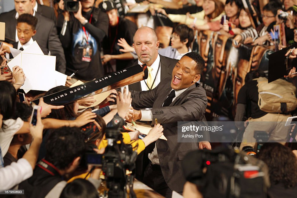 Actor <a gi-track='captionPersonalityLinkClicked' href=/galleries/search?phrase=Will+Smith&family=editorial&specificpeople=156403 ng-click='$event.stopPropagation()'>Will Smith</a> shakes hands with fans at a fan meeting on May 3, 2013 in Taipei, Taiwan. <a gi-track='captionPersonalityLinkClicked' href=/galleries/search?phrase=Will+Smith&family=editorial&specificpeople=156403 ng-click='$event.stopPropagation()'>Will Smith</a> and his son Jaden Smith will stay in Taipei for 3 days to promote their new movie 'After Earth'.
