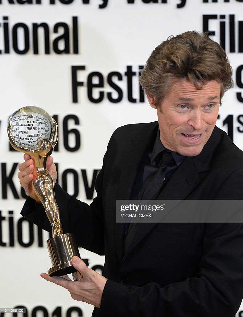 US actor Willem Dafoe poses for photographers after being awarded with the Crystal Globe Award for Outstanding Artistic Contribution to World Cinema at the 51th Karlovy Vary International Film Festival (KVIFF) in Karlovy Vary, Czech Republic on July 1, 2016. / AFP / Michal Cizek