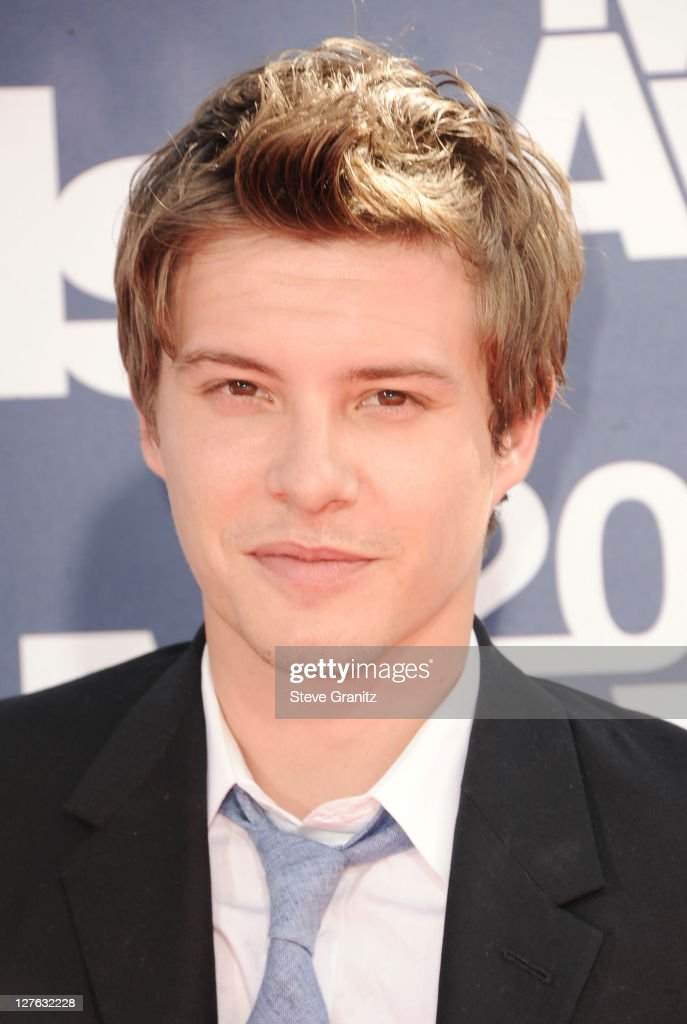 Actor Xavier Samuel arrives at the 2011 MTV Movie Awards at Universal Studios' Gibson Amphitheatre on June 5, 2011 in Universal City, California.