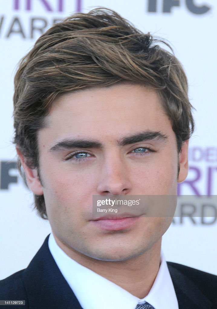 Actor Zac Efron arrives at the 2012 Film Independent Spirit Awards at Santa Monica Pier on February 25, 2012 in Santa Monica, California.