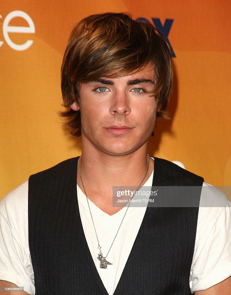 Actor <a gi-track='captionPersonalityLinkClicked' href=/galleries/search?phrase=Zac+Efron&family=editorial&specificpeople=533070 ng-click='$event.stopPropagation()'>Zac Efron</a> at the 2007 Teen Choice Awards at the Gibson Amphitheater on August 26, 2007 in Universal City, California.