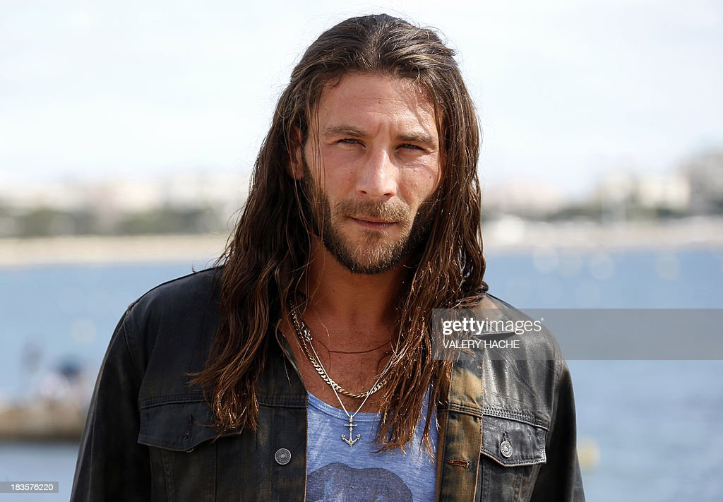 US actor Zach McGowan poses during a photocall for the TV series 'Black Sails' as part of the Mipcom international audiovisual trade show at the Palais des Festivals, in Cannes, southeastern France, on October 7, 2013. AFP PHOTO / VALERY HACHE