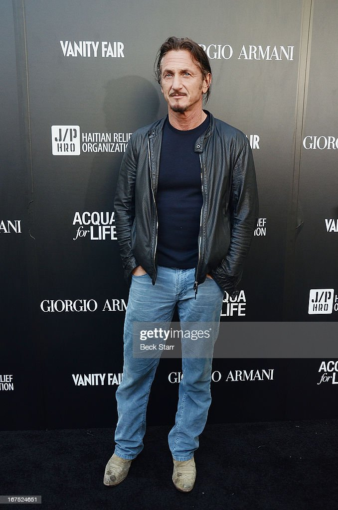 Actor/director <a gi-track='captionPersonalityLinkClicked' href=/galleries/search?phrase=Sean+Penn&family=editorial&specificpeople=202979 ng-click='$event.stopPropagation()'>Sean Penn</a> arrives at the Giorgio Armani party to celebrate Paris Photo Los Angeles Vernissage opening night at Paramount Studios on April 25, 2013 in Hollywood, California.