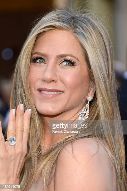 Actoress Jennifer Aniston arrives at the Oscars at Hollywood Highland Center on February 24 2013 in Hollywood California