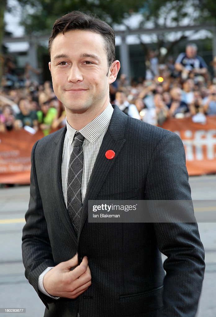 Actor/filmmaker <a gi-track='captionPersonalityLinkClicked' href=/galleries/search?phrase=Joseph+Gordon-Levitt&family=editorial&specificpeople=213632 ng-click='$event.stopPropagation()'>Joseph Gordon-Levitt</a> arrives at the 'Don Jon' Premiere during the 2013 Toronto International Film Festival at Princess of Wales Theatre on September 10, 2013 in Toronto, Canada. (Photo by Ian Blakeman/WireImage).