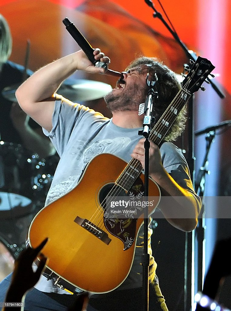 Actor/musician <a gi-track='captionPersonalityLinkClicked' href=/galleries/search?phrase=Jack+Black&family=editorial&specificpeople=171453 ng-click='$event.stopPropagation()'>Jack Black</a> of Tenacious D performs onstage during Spike TV's 10th annual Video Game Awards at Sony Studios on December 7, 2012 in Culver City, California.