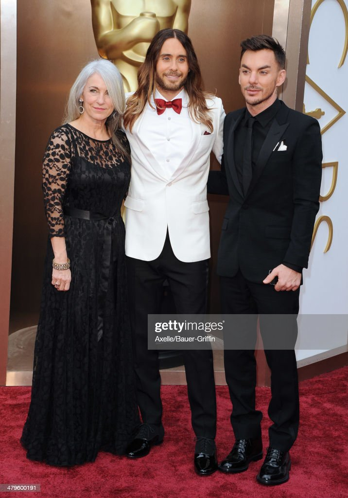 Actor/musician <a gi-track='captionPersonalityLinkClicked' href=/galleries/search?phrase=Jared+Leto&family=editorial&specificpeople=214764 ng-click='$event.stopPropagation()'>Jared Leto</a> (C), mom <a gi-track='captionPersonalityLinkClicked' href=/galleries/search?phrase=Constance+Leto&family=editorial&specificpeople=4414344 ng-click='$event.stopPropagation()'>Constance Leto</a> and brother <a gi-track='captionPersonalityLinkClicked' href=/galleries/search?phrase=Shannon+Leto&family=editorial&specificpeople=764946 ng-click='$event.stopPropagation()'>Shannon Leto</a> arrive at the 86th Annual Academy Awards at Hollywood & Highland Center on March 2, 2014 in Hollywood, California.