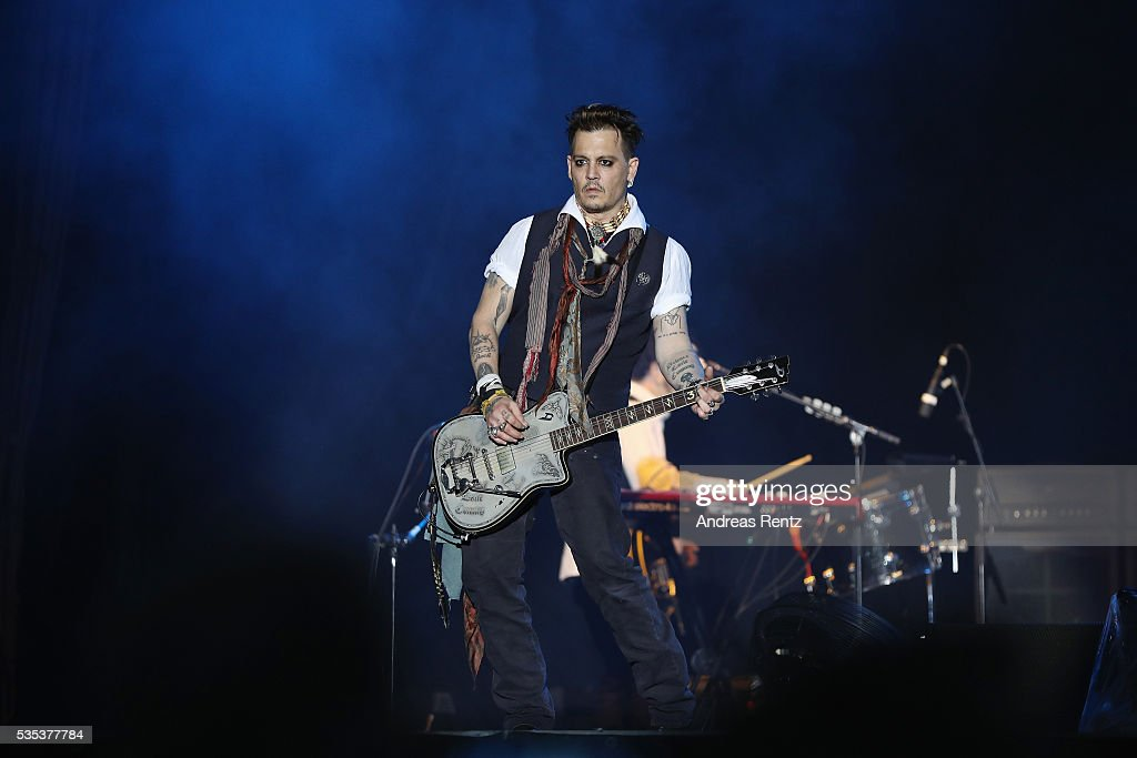 Actor/Musician <a gi-track='captionPersonalityLinkClicked' href=/galleries/search?phrase=Johnny+Depp&family=editorial&specificpeople=202150 ng-click='$event.stopPropagation()'>Johnny Depp</a> of Hollywood Vampires performs onstage at Hessentags-Arena during the 56th Hessentag on May 29, 2016 in Herborn, Germany.