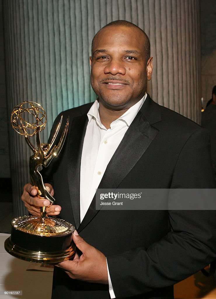 Actor/puppeteer <a gi-track='captionPersonalityLinkClicked' href=/galleries/search?phrase=Kevin+Clash&family=editorial&specificpeople=653958 ng-click='$event.stopPropagation()'>Kevin Clash</a> recipient of the Lifetime Achievement Emmy Award for 'Sesame Street' attends the 36th Annual Daytime Emmy Awards after party on August 30, 2009 in Los Angeles, California.