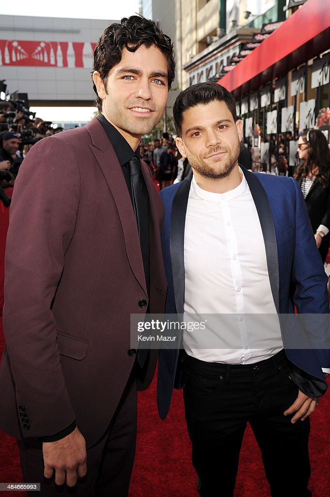 Actors <a gi-track='captionPersonalityLinkClicked' href=/galleries/search?phrase=Adrian+Grenier&family=editorial&specificpeople=211413 ng-click='$event.stopPropagation()'>Adrian Grenier</a> (L) and <a gi-track='captionPersonalityLinkClicked' href=/galleries/search?phrase=Jerry+Ferrara&family=editorial&specificpeople=215494 ng-click='$event.stopPropagation()'>Jerry Ferrara</a> attend the 2014 MTV Movie Awards at Nokia Theatre L.A. Live on April 13, 2014 in Los Angeles, California.