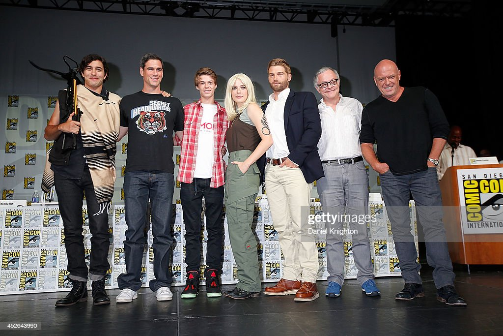 Actors <a gi-track='captionPersonalityLinkClicked' href=/galleries/search?phrase=Alexander+Koch+-+Actor&family=editorial&specificpeople=15376822 ng-click='$event.stopPropagation()'>Alexander Koch</a>, <a gi-track='captionPersonalityLinkClicked' href=/galleries/search?phrase=Eddie+Cahill&family=editorial&specificpeople=226945 ng-click='$event.stopPropagation()'>Eddie Cahill</a>, Colin Ford, <a gi-track='captionPersonalityLinkClicked' href=/galleries/search?phrase=Rachelle+Lefevre&family=editorial&specificpeople=2538883 ng-click='$event.stopPropagation()'>Rachelle Lefevre</a>, <a gi-track='captionPersonalityLinkClicked' href=/galleries/search?phrase=Mike+Vogel&family=editorial&specificpeople=601802 ng-click='$event.stopPropagation()'>Mike Vogel</a>, producer Neal Baer, and actor <a gi-track='captionPersonalityLinkClicked' href=/galleries/search?phrase=Dean+Norris&family=editorial&specificpeople=4195761 ng-click='$event.stopPropagation()'>Dean Norris</a> attend the CBS 'Under The Dome' panel & exclusive sneak preview during Comic-Con International at San Diego Convention Center on July 24, 2014 in San Diego, California.