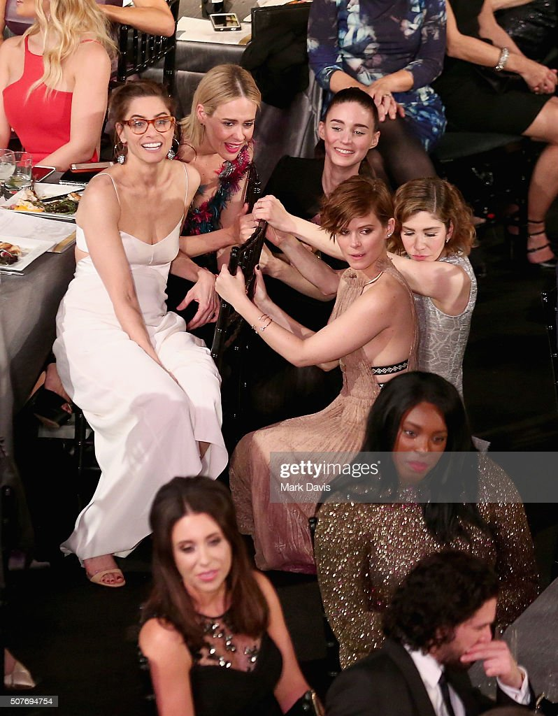 Actors Amanda Peet, Sarah Paulson, Rooney Mara, Kate Mara and Carrie Brownstein attend The 22nd Annual Screen Actors Guild Awards at The Shrine Auditorium on January 30, 2016 in Los Angeles, California. 25650_022