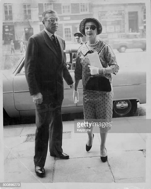 Actors and spouses Sir Laurence Olivier and Vivien Leigh arriving at the Ministry of Housing and Local Government for a meeting with Henry Brooke...